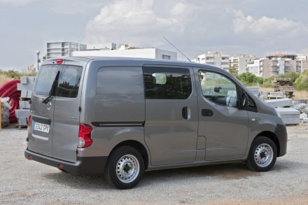 le nissan nv200 sacr utilitaire de l 39 ann e 2010. Black Bedroom Furniture Sets. Home Design Ideas