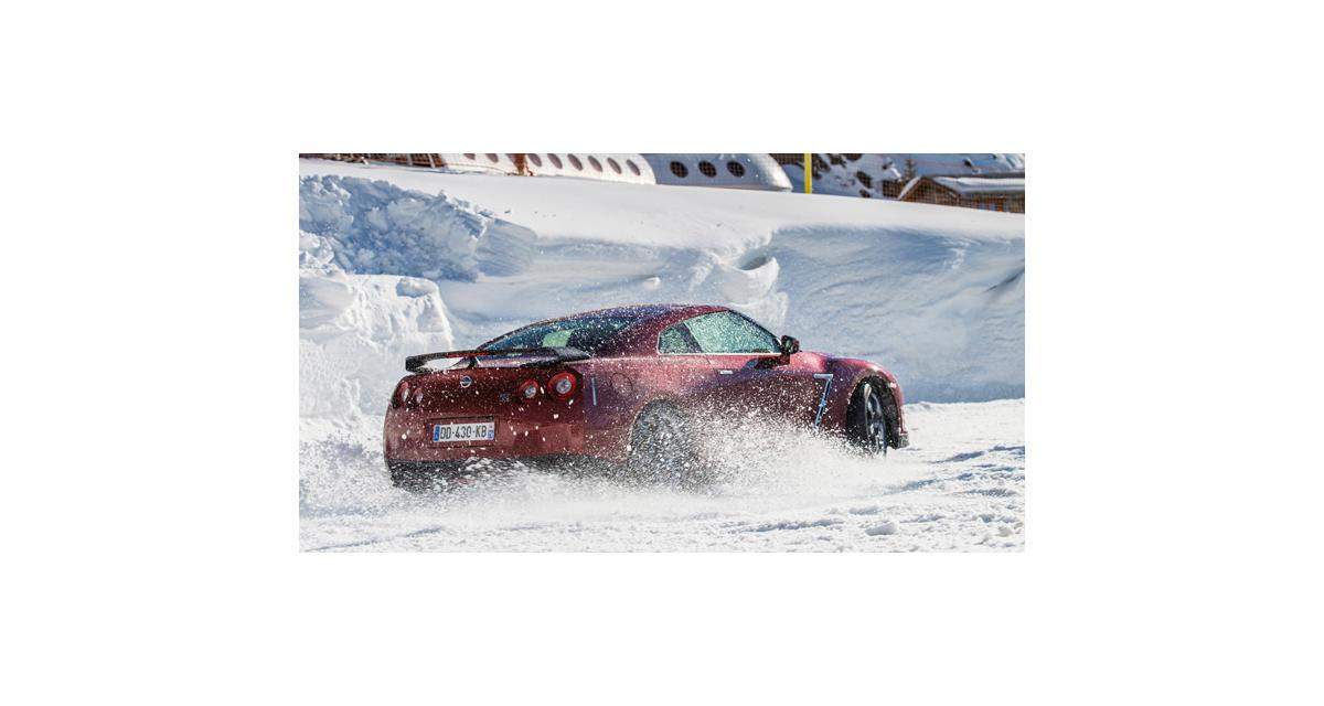 Nissan GT-R 2014 : en action sur la neige