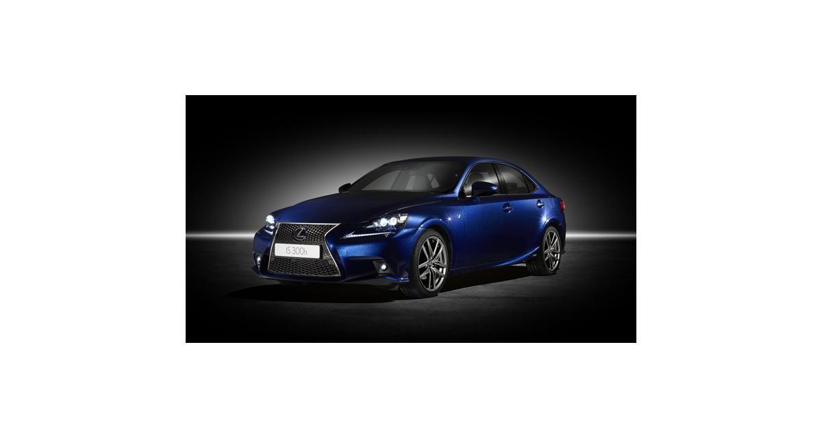 Lexus IS 300h à Genève : 223 ch pour 3,58 l/100 km