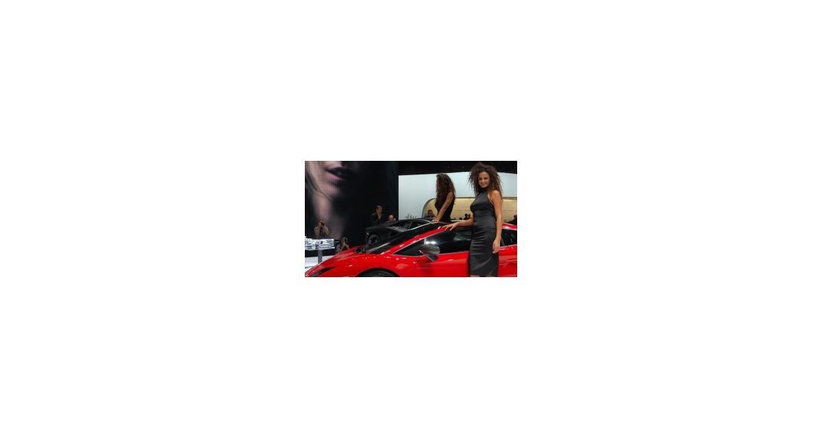 Salon de Francfort : les hôtesses Lamborghini