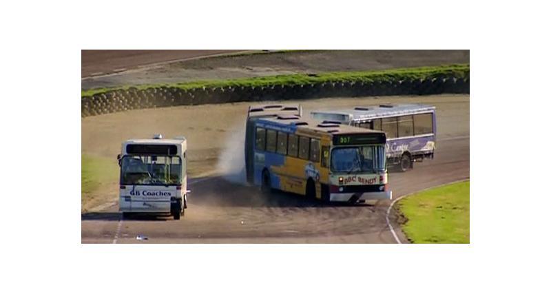 Zapping Autonews : drift, bus de course et matière grise