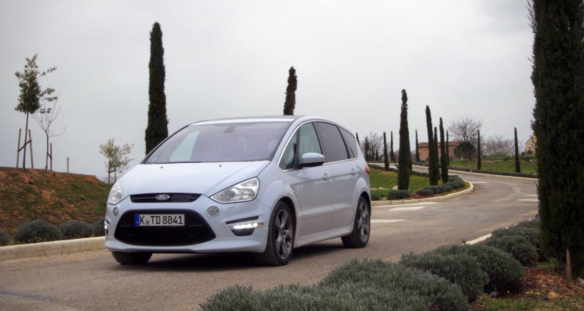 Contact : Ford S-Max 2010