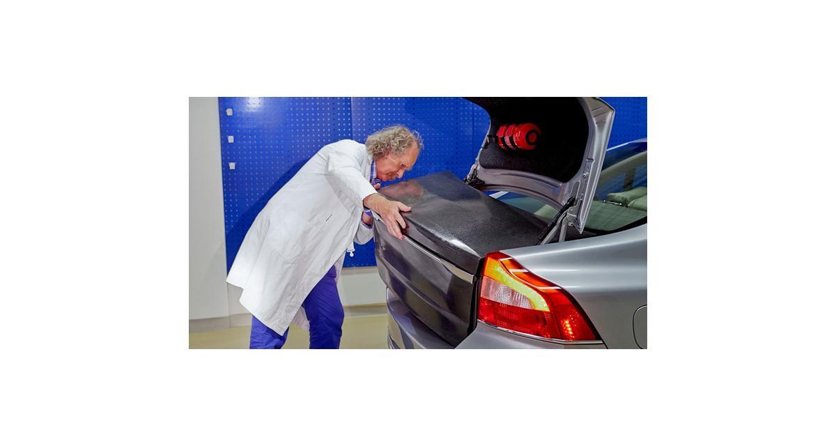 Volvo planche sur une carrosserie-batterie
