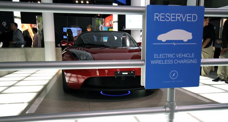 Une recharge sans fil sur une Tesla