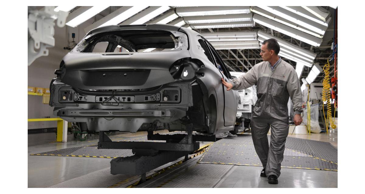 La Peugeot 208 nous dévoile ses peintures texturées à l'usine de Poissy