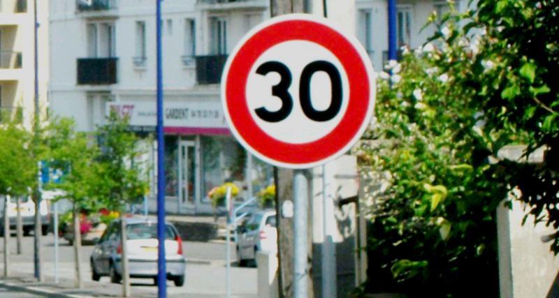 Paris : Anne Hidalgo veut limiter la vitesse à 30 km/h dans la ville