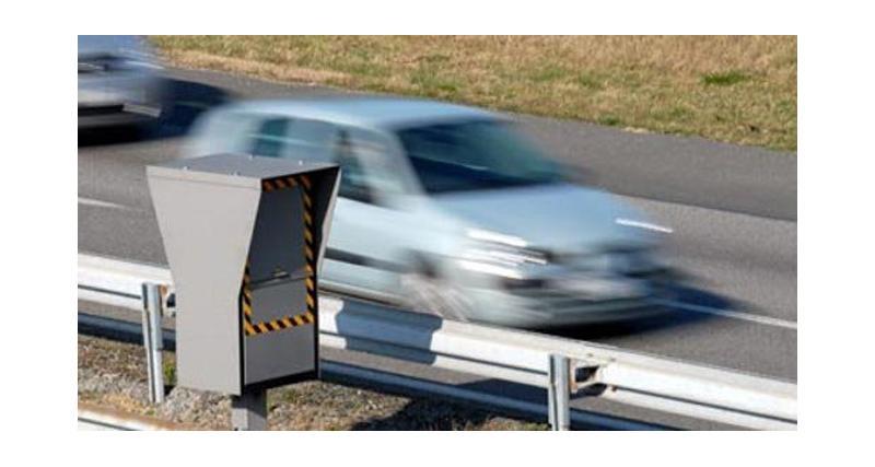 Panneaux signalant les radars fixes : retour officiel en France