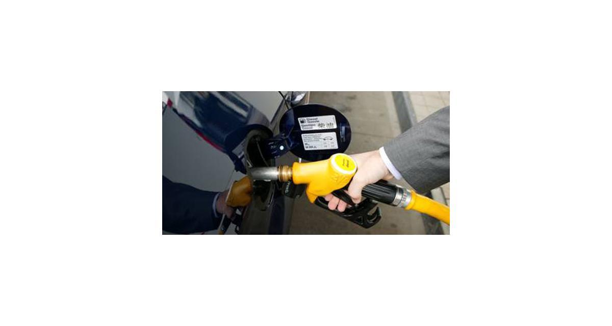 Le prix de l'essence et du Diesel bloqué par François Hollande : money-time
