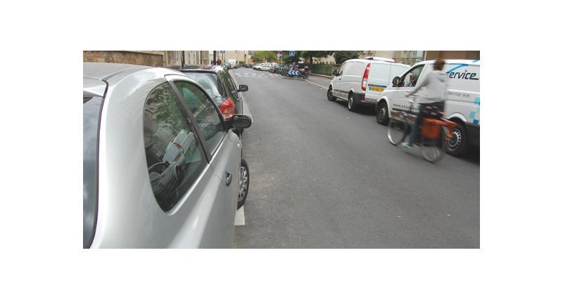 Paris : des emplacements de livraison en libre stationnement la nuit