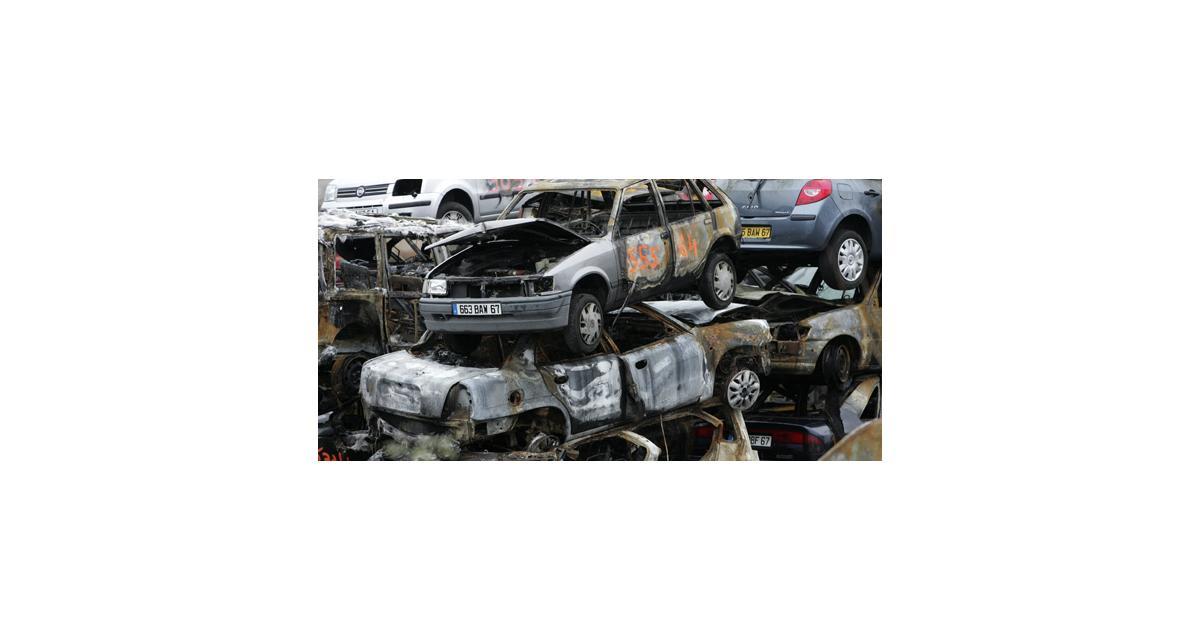 Nouvel An : un (tout petit) peu moins de voitures brûlées