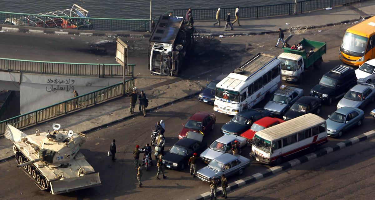 Egypte : GM, BMW et Daimler interrompent la production