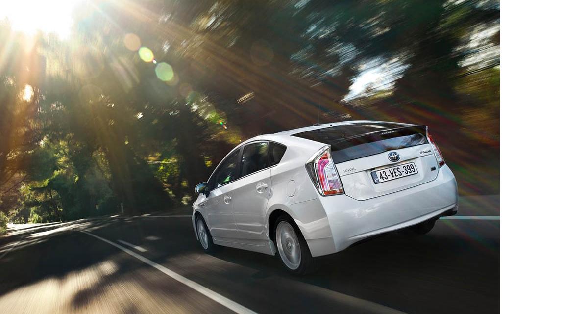 Les taxis heureux roulent en Toyota