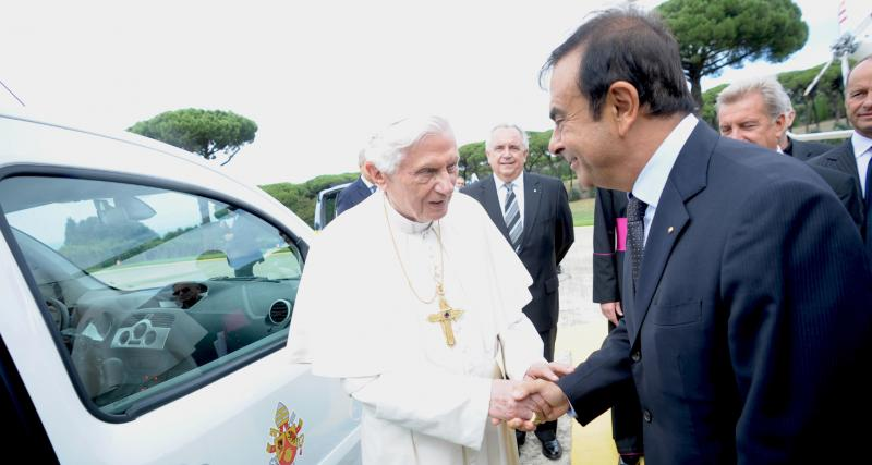 Le pape roule en Kangoo électrique