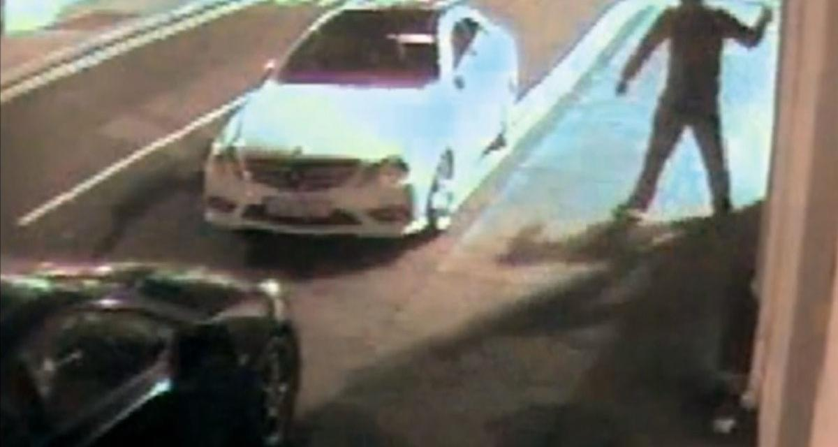 Vidéo : il s'assomme avec une brique en essayant de voler une voiture