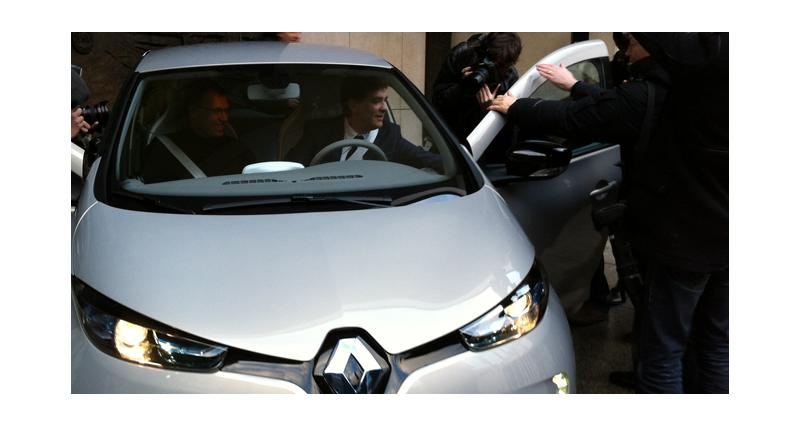 Renault : la première ZOE livrée à Arnaud Montebourg