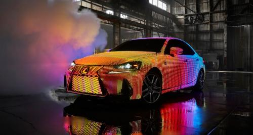 Lexus transforme une IS en écran LED géant