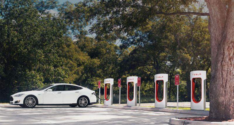 Tesla : de nouveaux Superchargeurs survoltés