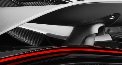 La remplaçante de la McLaren 650S montre son spoiler actif