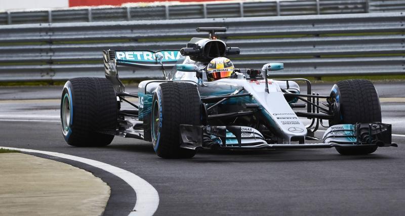 Des photos sur piste pour la Mercedes