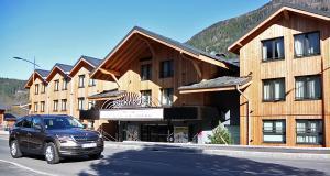 Road trip en Skoda Kodiaq au cœur des Alpes à la découverte d'un lieu hors du commun