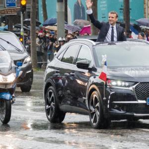 Le Président Macron roule en DS 7 Crossback