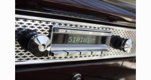 RetroSound présente un nouvel autoradio avec fonctionnalités modernes pour les voitures de collection