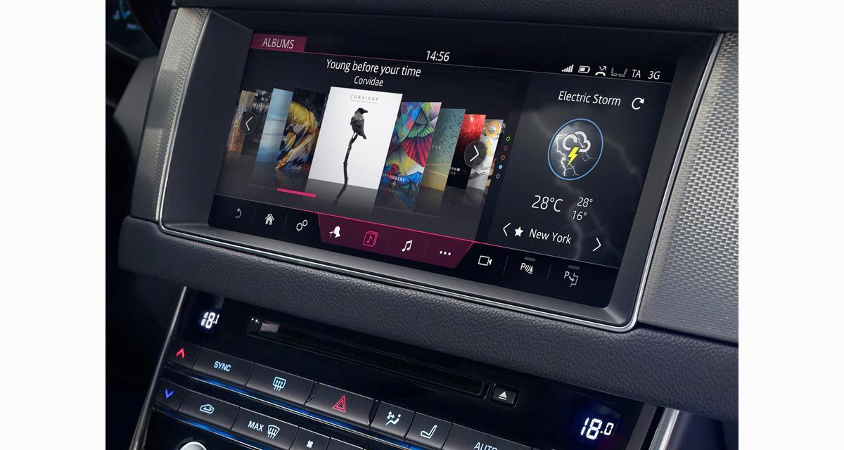 La Jaguar XF Sportbrake bénéficie d'un système multimédia à écran de 10 pouces avec une superbe interface graphique