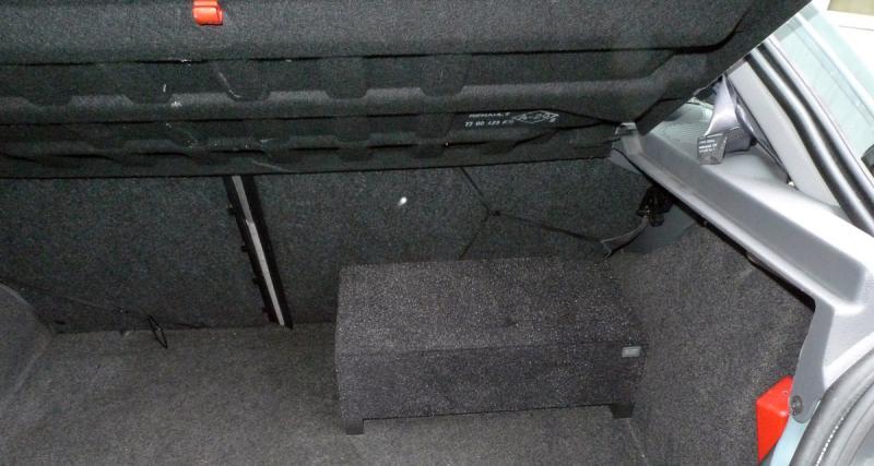Le CR20 peut s'installer de façon à ne pas gêner le volume utile du coffre