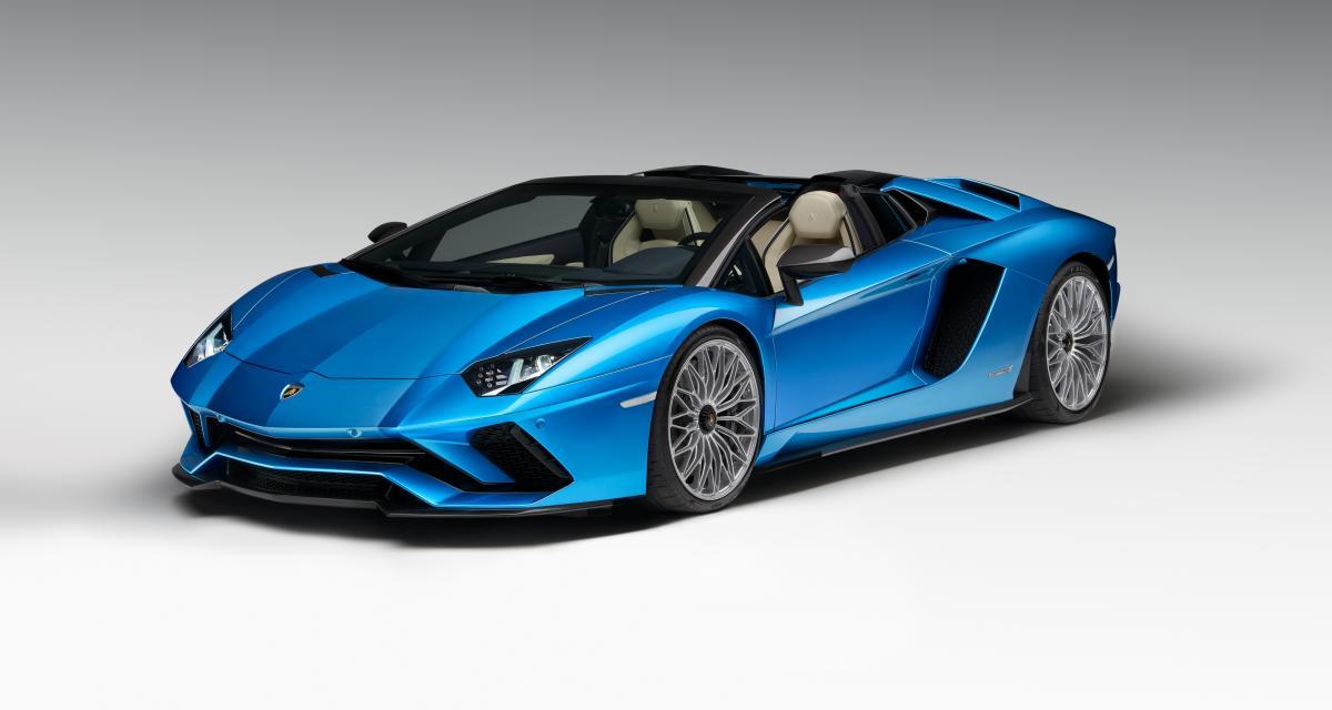 La Lamborghini Aventador S laisse tomber le haut à Francfort