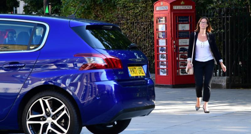 Peugeot lance la  petite concession au monde... dans une cabine téléphonique