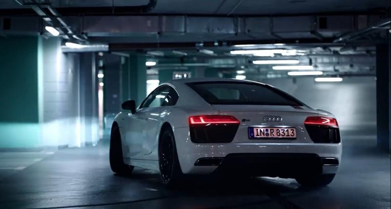 L'Audi R8 RWS fait son ballet dans un parking souterrain.