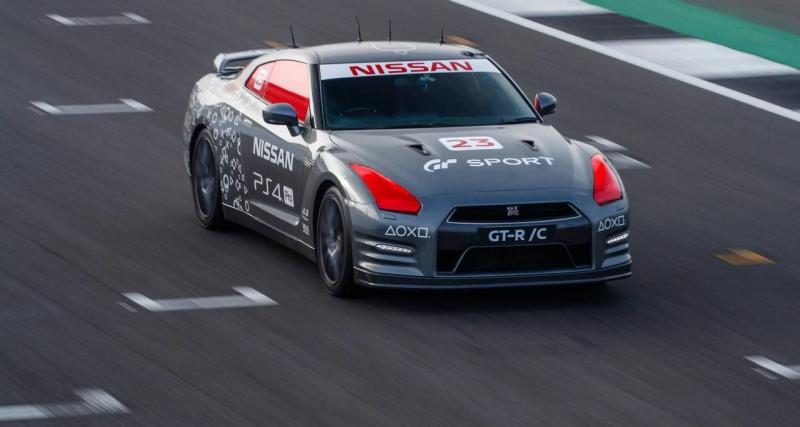 Nissan GT-R/C : la voiture radiocommandée grandeur nature contrôlée par une manette Playstation