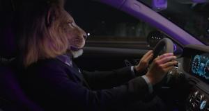 Le roi de la jungle urbaine roule en Mercedes Classe S