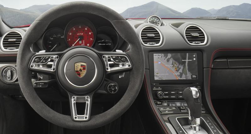 Le 4 cylindres Porsche devant le V6 Jaguar