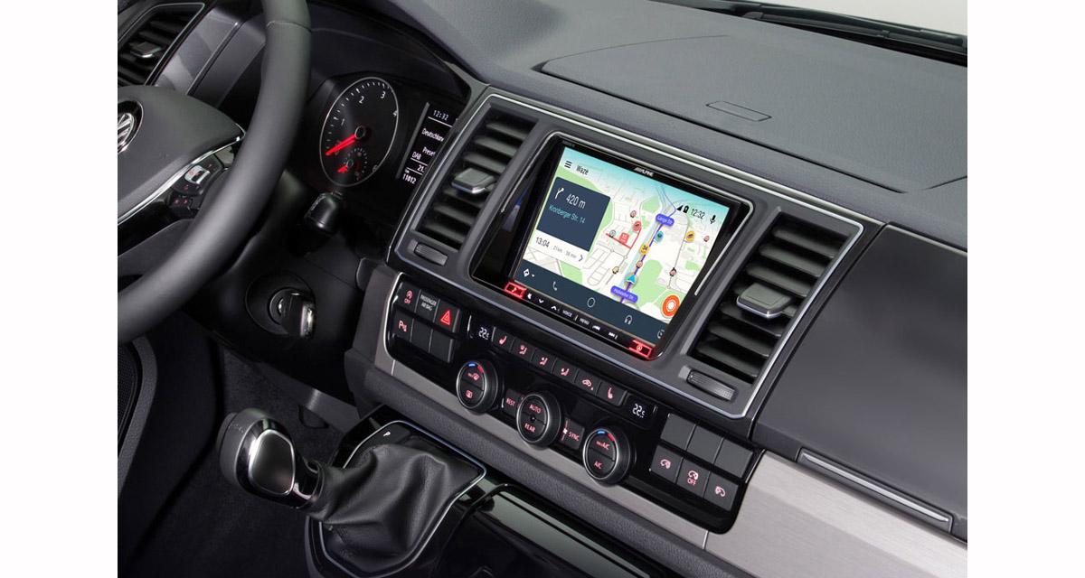 Alpine commercialise un système multimédia haut de gamme « plug and play » pour les VW T5 et T6