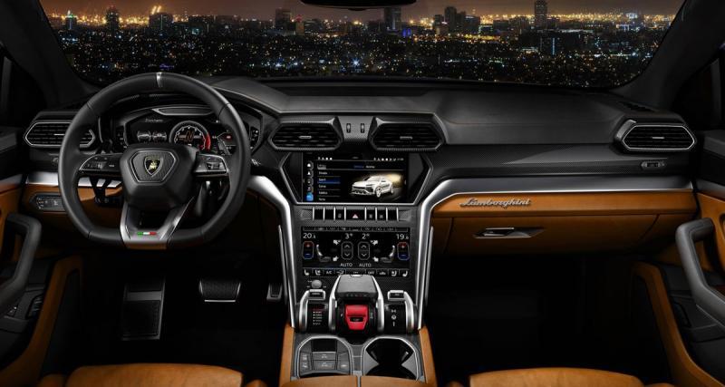 Le Lamborghini Urus dispose d'une station multimédia CarPlay avec système hi-fi Bang & Olufsen