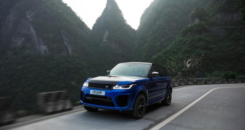Le Range Rover Sport SVR plus rapide qu'une Ferrari 458 sur une route de montagne