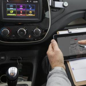 En Voiture Simone: le permis de conduire  simple et moins cher