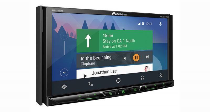 Le Pioneer AVH-Z5100DAB permet de profiter des dernières technologies comme Waze ou Spotify