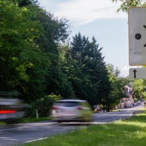 panneaux 80 km/h et radars : dégradations et tags en série