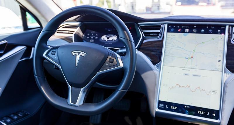 Tesla Autopilot: la voiture grille les feux rouges