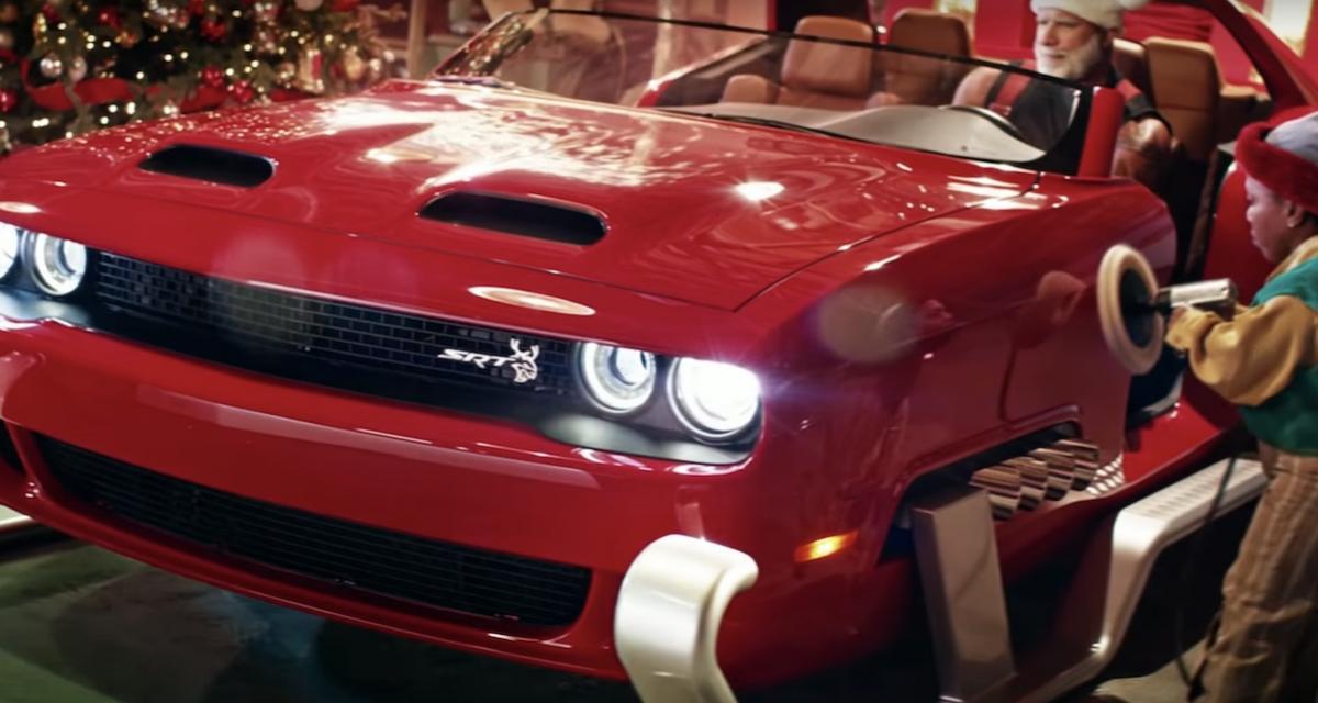 Le Père Noël a craqué pour la Dodge Challenger Hellcat Redeye