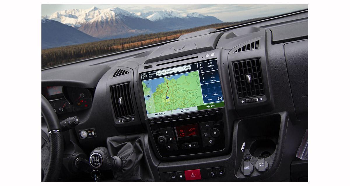 """Un autoradio GPS 10 pouces """"plug and play"""" pour le Fiat Ducato chez ESX"""