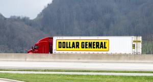 Un fourgon laisse échapper 500 000 dollars sur une autoroute