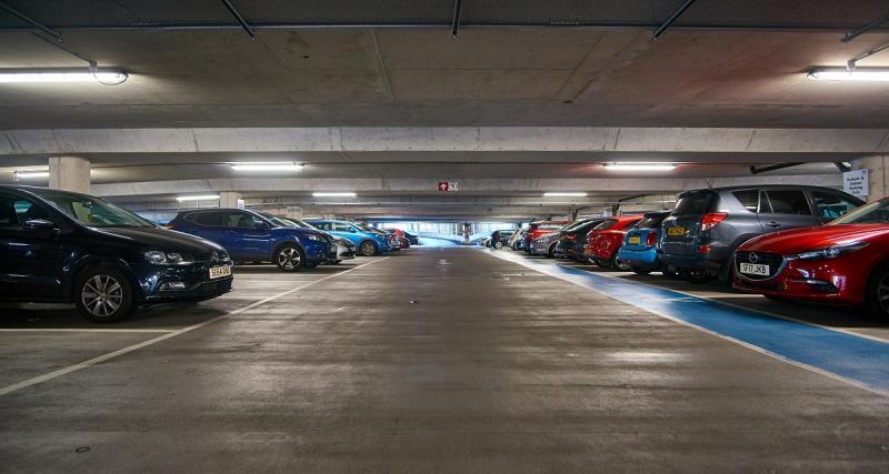 Parking avec ParkNow et Parkmobile Group / Parkmobile LLC