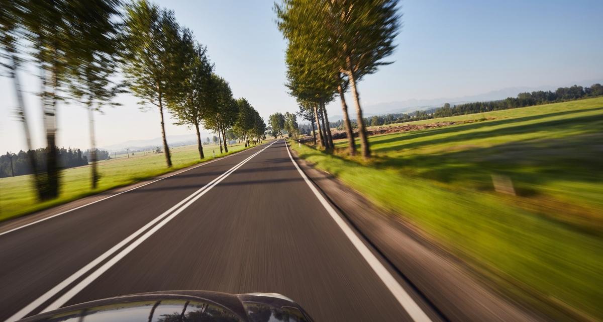 Flashé à 175 km/h accompagné de son fils, sur une route limitée à 80