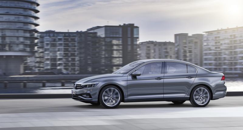 Volkswagen Passat restylée : la familiale allemande en quatre points
