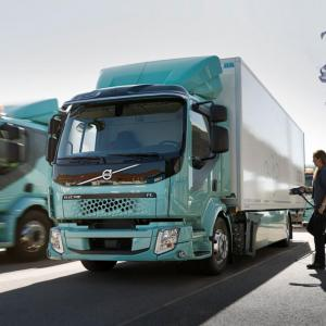 Volvo livre ses premiers poids lourds 100% électriques
