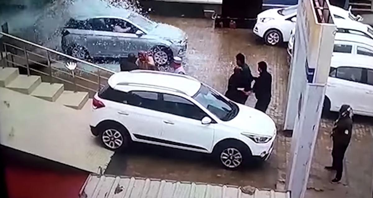 Vidéo : elle détruit le showroom du concessionnaire... et 2 voitures au passage