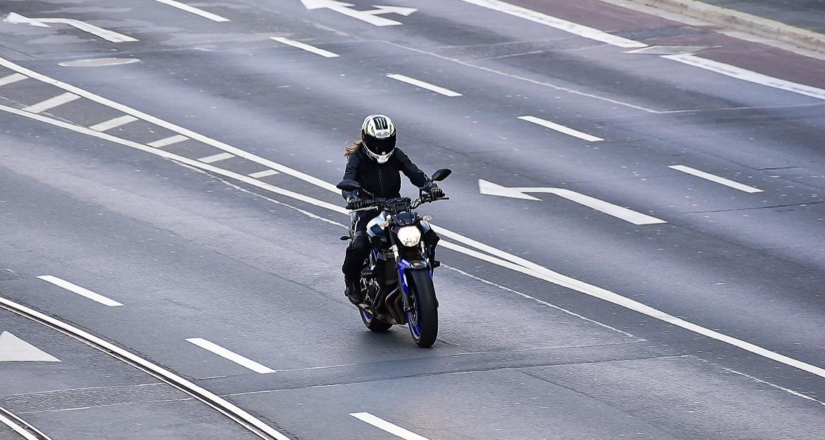 Pris en flag' à moto à 218 km/h sur une route limitée à 80 km/h !